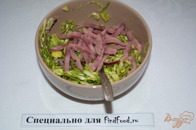 Фото приготовление рецепта: Салат с брюссельской капустой шаг №4