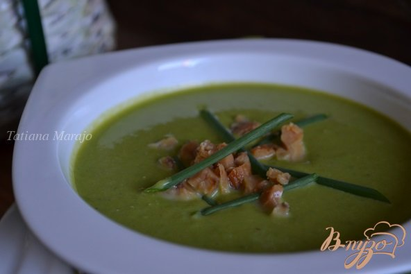 Фото приготовление рецепта: Суп-пюре из горошка с каштанами шаг №6