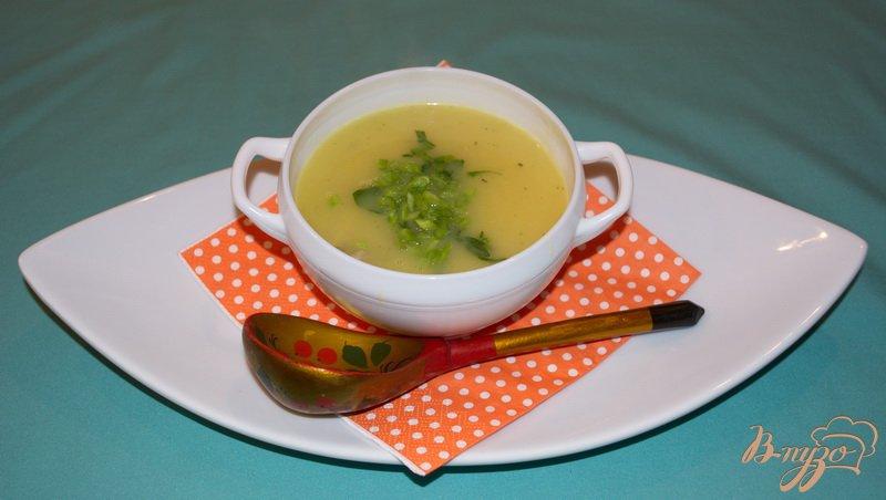 Фото приготовление рецепта: Картофельный суп-пюре с курицей и зеленью шаг №4