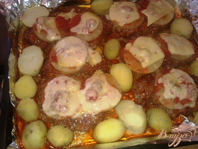 Фото приготовление рецепта: Свинина с ананасом в духовке. шаг №10