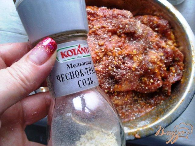 Фото приготовление рецепта: Свинина с ананасом в духовке. шаг №2