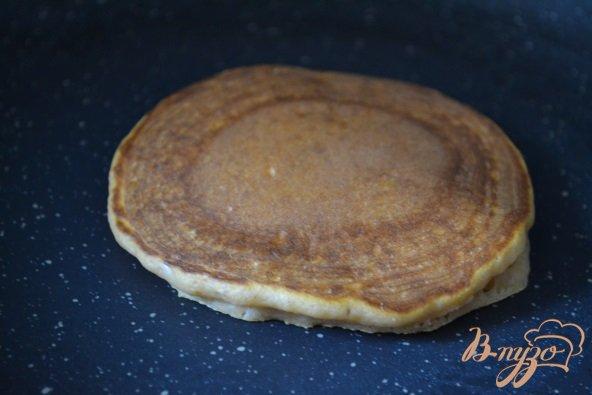 Фото приготовление рецепта: Томатные оладьи шаг №3