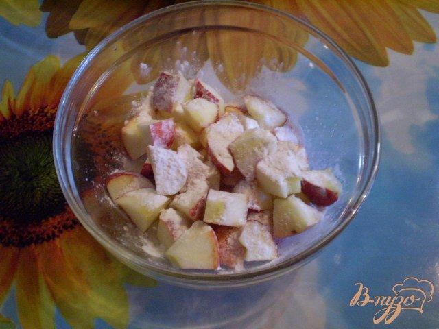 Фото приготовление рецепта: Манник с какао и яблоками шаг №4