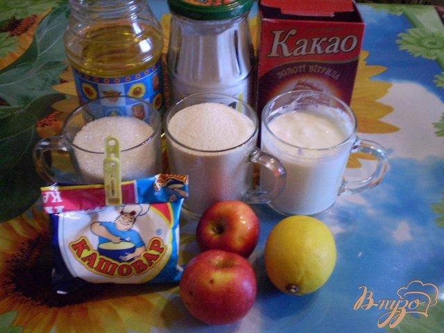 Фото приготовление рецепта: Манник с какао и яблоками шаг №1