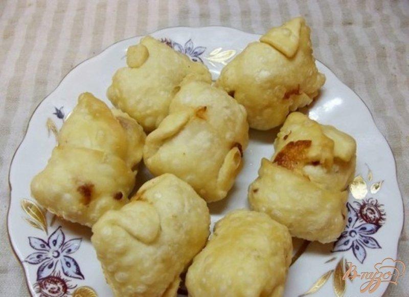 Фото приготовление рецепта: Сырные конвертики во фритюре шаг №7