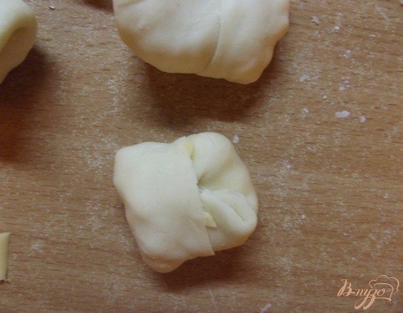 Фото приготовление рецепта: Сырные конвертики во фритюре шаг №6