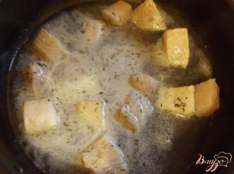 Фото приготовление рецепта: Филе Флаундера тушеное в белом вине шаг №5