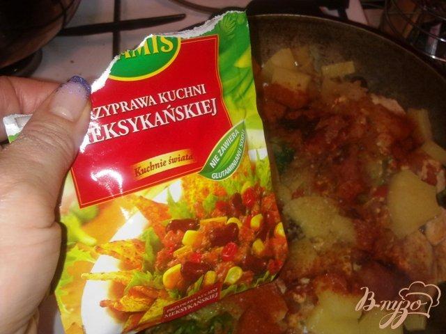 Фото приготовление рецепта: Куриное фрикасе с брокколи и ананасом в сливовой подливке шаг №12