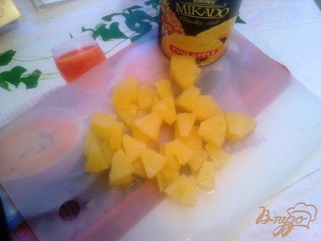 Фото приготовление рецепта: Куриное фрикасе с брокколи и ананасом в сливовой подливке шаг №11