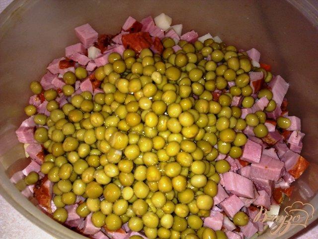 Фото приготовление рецепта: Мясной салат с хреном шаг №9