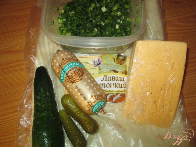 Фото приготовление рецепта: Рулет из лаваша с печеночным паштетом и огурчиками шаг №1