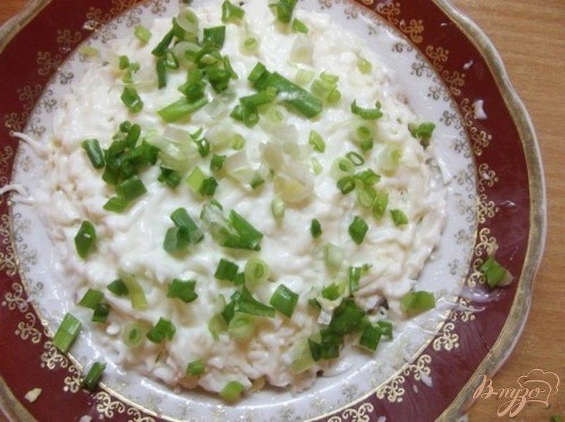 Фото приготовление рецепта: Рыбный салат шаг №4