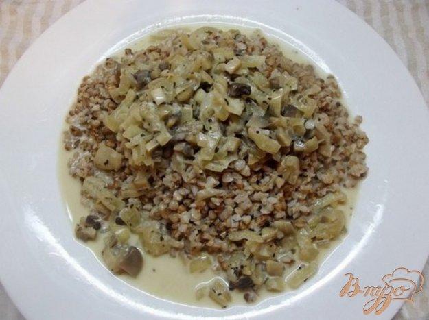 Рецепт Гречка под луково-грибным соусом
