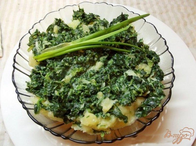 Фото приготовление рецепта: Картофель с листовой зеленью шаг №8