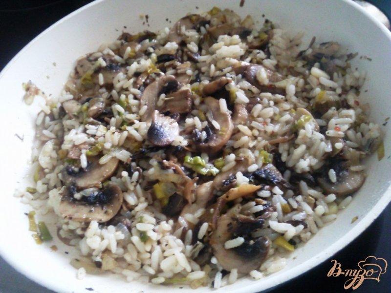 Фото приготовление рецепта: Рис с грибами под сыром шаг №3