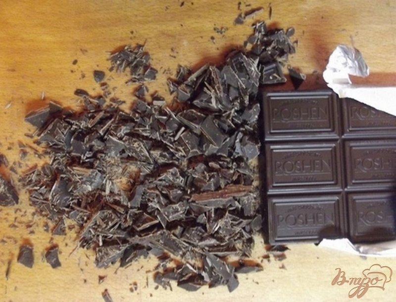 Фото приготовление рецепта: Шоколадный кекс с сухофруктами шаг №4