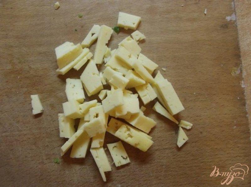 Фото приготовление рецепта: Куриные кармашки с зеленью и сыром шаг №4