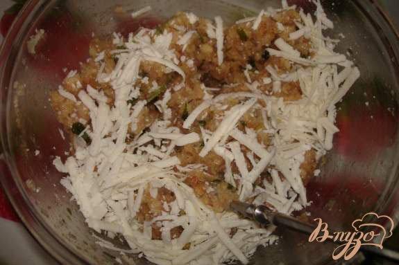 Фото приготовление рецепта: Индюшиные (куриные) тефтельки с брынзой шаг №3