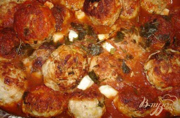 Фото приготовление рецепта: Индюшиные (куриные) тефтельки с брынзой шаг №5
