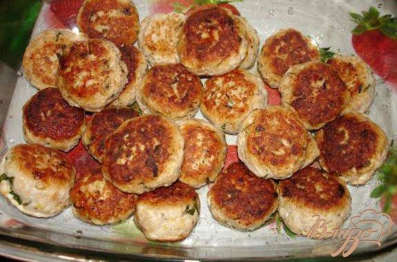 Фото приготовление рецепта: Индюшиные (куриные) тефтельки с брынзой шаг №4