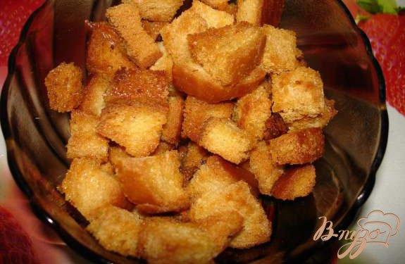 Фото приготовление рецепта: Бульон из курицы с макаронами и гренками шаг №3