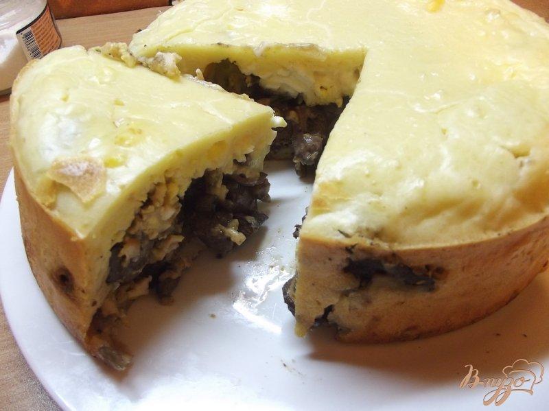 Фото приготовление рецепта: Пирог с печенью и сердечками шаг №13