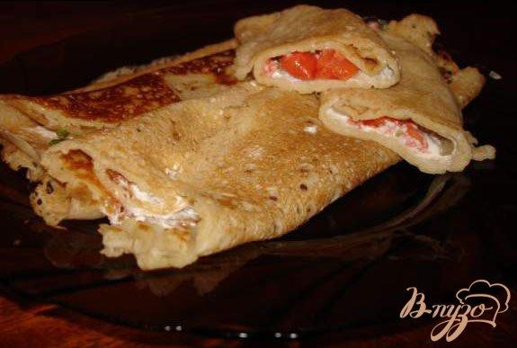 Фото приготовление рецепта: Блины на пиве с начинкой из форели(лосося) со сливочной пастой шаг №5