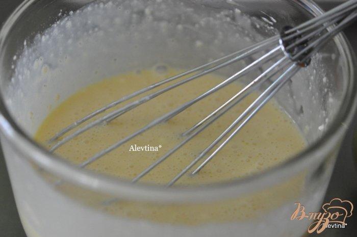 Фото приготовление рецепта: Сладкий кекс с яблоками по-быстрому шаг №3