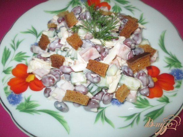 Салат з квасолею та сухариками. Як приготувати з фото