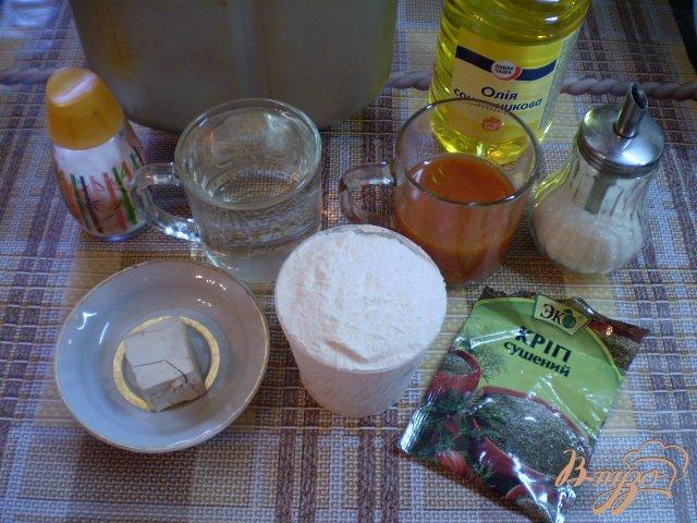 Фото приготовление рецепта: Томатный хлеб с укропом шаг №1