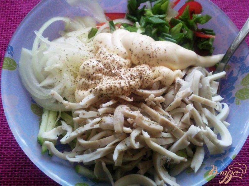 Фото приготовление рецепта: Овощной салат с кальмарами шаг №4