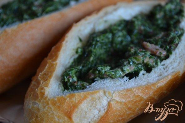Фото приготовление рецепта: Горячие бутерброды со шпинатом и ветчиной шаг №5