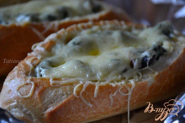 Фото приготовление рецепта: Горячие бутерброды со шпинатом и ветчиной шаг №7