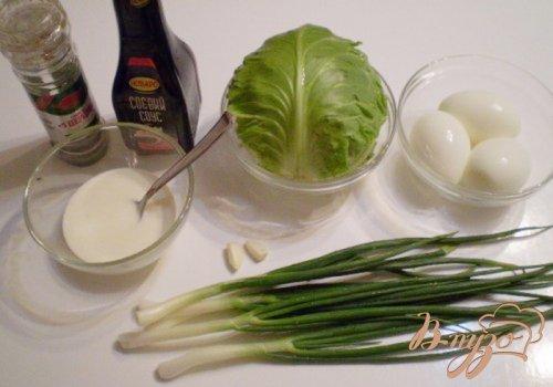 Капустный салат с яйцом и соевым соусом