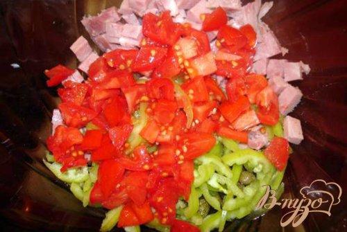 Горячий салат из макарон и ветчины