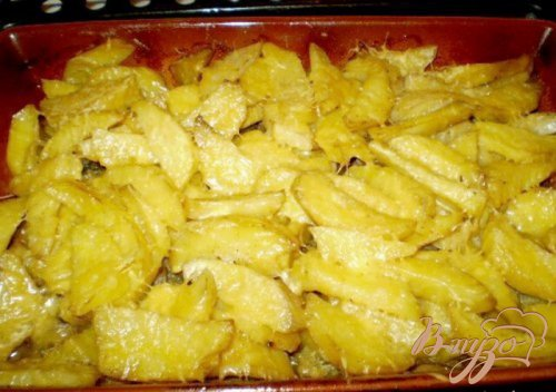Картофель с мясом и грибами запеченный под сыром