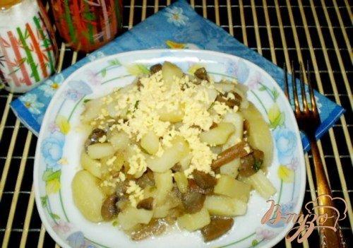 Отварной картофель с грибами