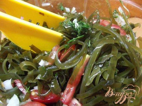 Салат из ламинарии с чесноком и луком