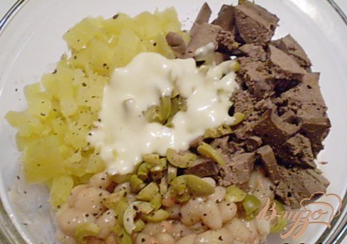 Салат печеночный с зелеными оливками