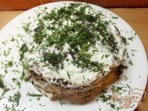 Печеночный торт со сметаной и чесноком