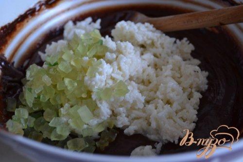 Шоколадный пирог с рисом и цукатами