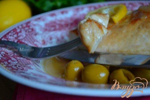 Куриные грудки в пивном соусе с оливками