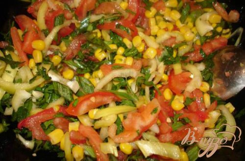 Легкий салат с сушеными кальмарами