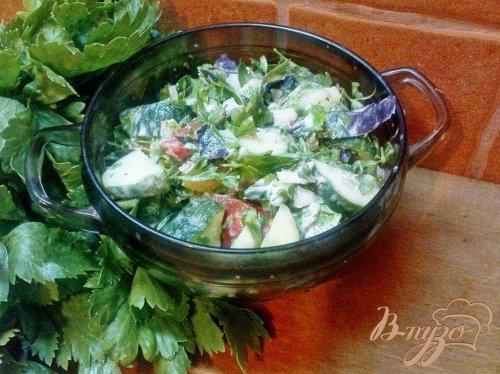 Овощной салат с чесноком