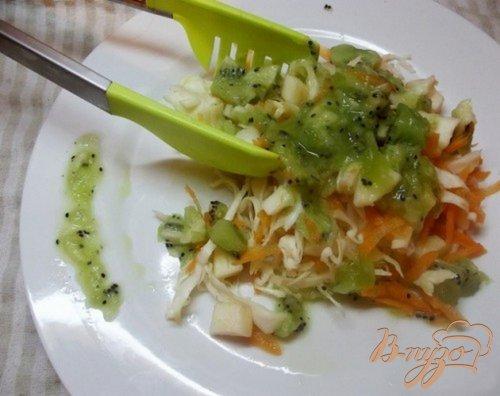 Салат овощной с киви
