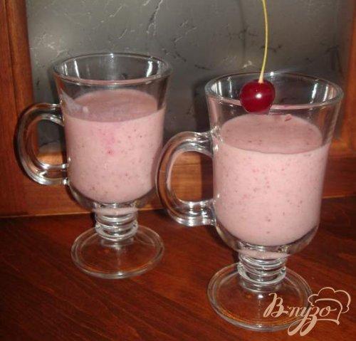 Молочный коктейль с клубникой