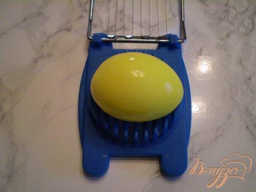 Канапе с двумя видами сыра и маринованными яйцами