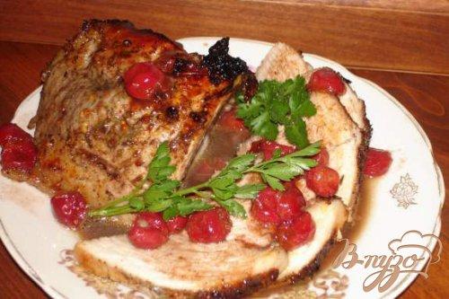 Запеченая свинина с вишней