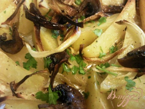 Запеченный картофель с грибами и луком