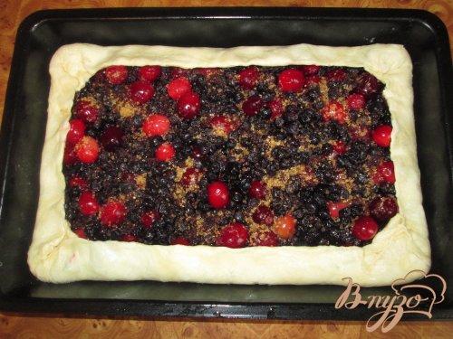 Пирог с клюквой и черникой